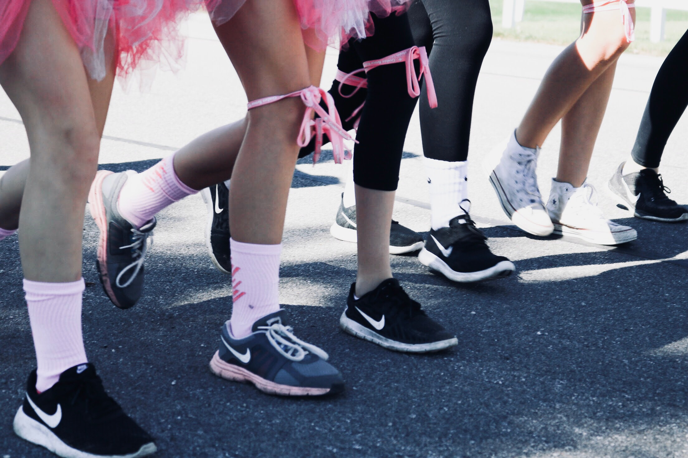Marathon walkers and runners supporting breast cancer
